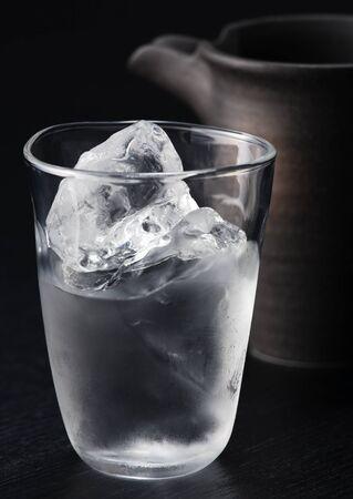 Ijsblokjes en water