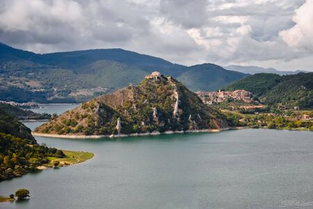 tora: The valley of Lake Turano from above