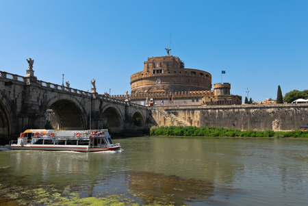 tevere: Castle St Angel in Rome and boat cruise on the Tiber