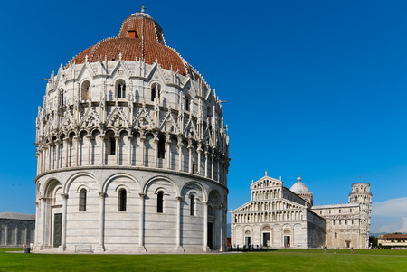 piazza dei miracoli: Overview of Square of Miracles in Pisa by day