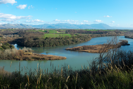 イタリアのテヴェレ川のパノラマビュー、ローマの近く、自然保護区テヴェレファルファ。