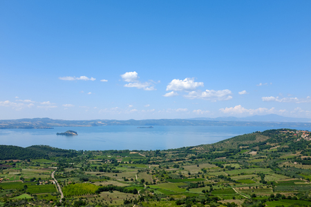 Panoramic view of the Lake Bolsena in Italy, near Viterbo, in the Natural Reserve of Tuscia 免版税图像