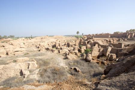 Una imagen de algunos de los edificios de la ciudad de Babilonia en Irak, y espectáculo donde las murallas de la ciudad y algunos de la vieja construcción de la ciudad.