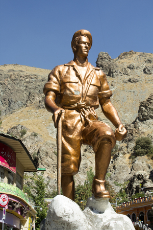 frequented: picture of the Statue of Iranian climber, it's a bronze statue, Located in the mountainous area north of Tehran, Frequented by climbers to practice their sport.
