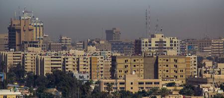 Foto aérea de la ciudad de Bagdad, y muestra los complejos donde residenciales. La ciudad de Bagdad, capital de Irak. Foto de archivo - 47204834