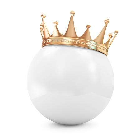 白いボールの上の黄金の王冠