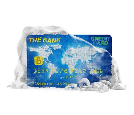 cuenta bancaria: Cuenta bancaria congelada la tarjeta de crédito en concepto Roto sólido bloque de hielo aislados sobre fondo blanco