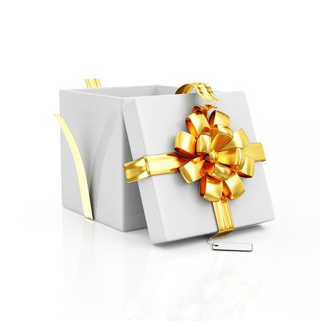 Geopend geschenkdoos met gouden lint en boog op een witte achtergrond