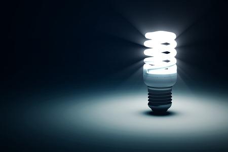 licht: Beleuchtet Glühbirne auf blauem dunklem Hintergrund mit Platz für Ihren Text