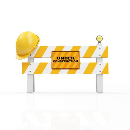 Under Construction Concept. Gele veiligheidshelm op een Road Barrier op een witte achtergrond Stockfoto