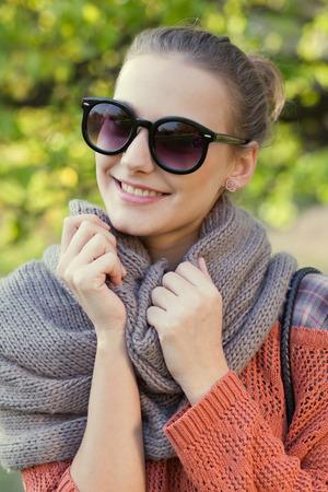Close-up van lachende hipster meisje gezicht Stockfoto