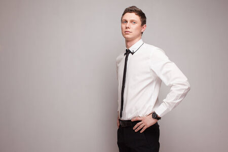 young male model: Modelo masculino joven de moda