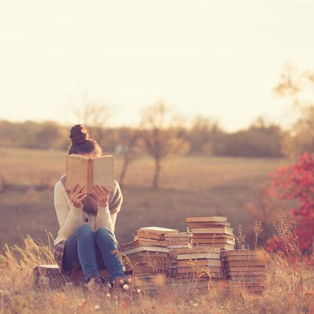 conocimiento: Chica con libros