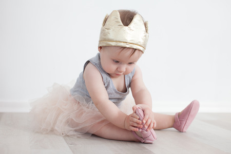 Eighth-month child in princess costume Stockfoto