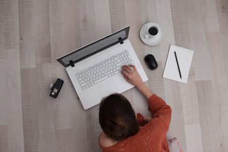 pohled shora pomocí klávesnice žena