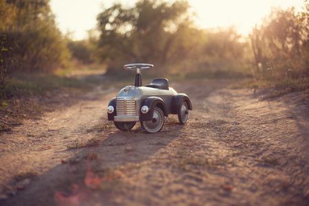 Tiny rider Spielzeugauto draußen Standard-Bild - 45919502