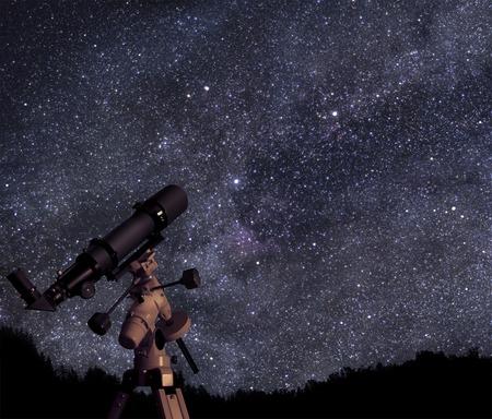 星空の下で望遠鏡します。