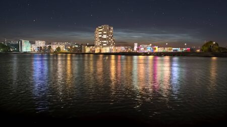 A picture of the night city quay with colorful street lights reflected in water Banque d'images