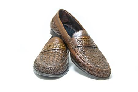 caoba: Marrones, zapatos de cuero hecho a mano aislado sobre fondo blanco. Foto de archivo