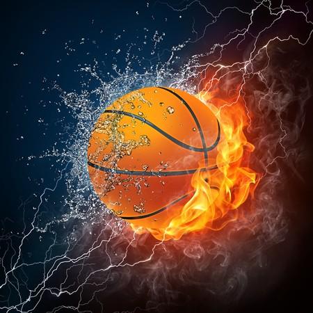 balon baloncesto: Ball de baloncesto sobre fuego y el agua. Gráficos 2D. Diseño de equipo.  Foto de archivo