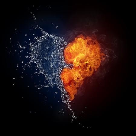 Cuore di fuoco e acqua isolati su sfondo nero. Computer Graphics.  Archivio Fotografico - 7995421
