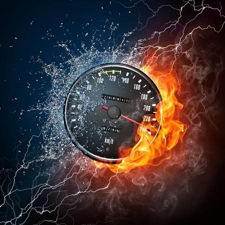 chilometro: Tachimetro nel fuoco e acqua isolata su sfondo nero