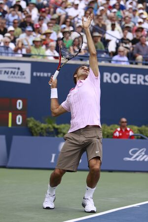 TORONTO: AUGUST 15.Roger Federer plays against Andy Murray  in the Rogers Cup 2010 finals on August 15, 2010 in Toronto, Canada.
