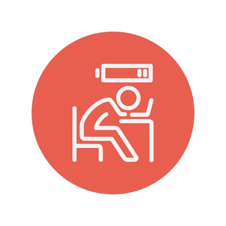 웹 및 모바일 최소한의 플랫 디자인을위한 저전력 얇은 라인 아이콘에서 사업가. 빨간색 원 안에 벡터 흰색 아이콘입니다.