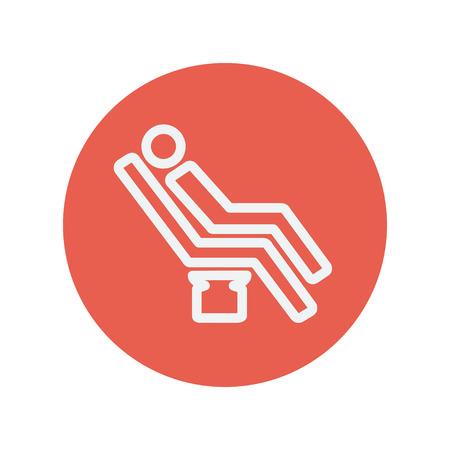 sillon dental: Hombre sentado en la silla icono delgada l�nea dental para web y dise�o plano m�vil minimalista. Vector icono blanco dentro del c�rculo rojo