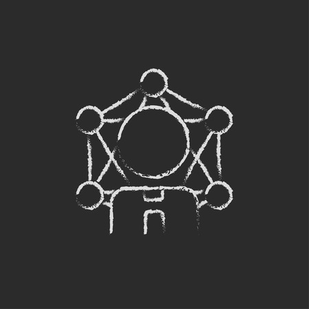 black white brain: Idea cerebro dibujado a mano con tiza en un icono blanco vector de pizarra sobre un fondo negro