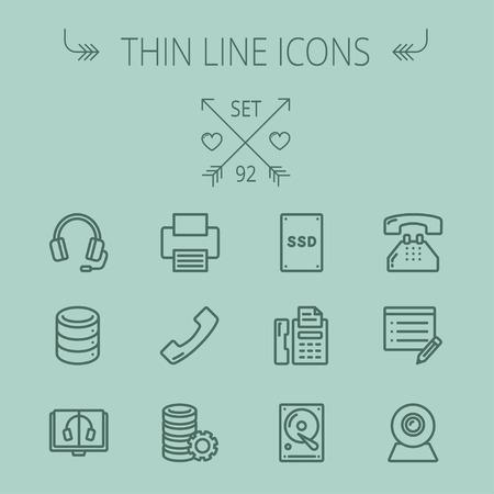 Technologie dünne Linie Symbol für Web und mobile gesetzt. Set beinhaltet - Kopfhörer, Server, Drucker, Faxgerät, Telefonhörer, SSD, Web-Cam. Moderne minimalistische flache Bauweise. Vector dunkelgrau-Symbol auf grauem Hintergrund