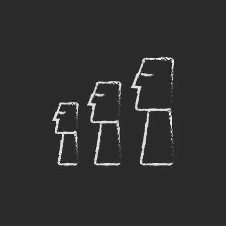moai: Moais en la mano Isla de Pascua dibujadas con tiza en un icono blanco vector de pizarra aislado en un fondo negro.