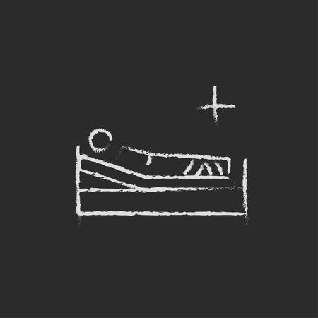 im bett liegen: Patient auf dem Bett liegend Hand in Kreide auf einer Tafel Vektor-Blatt-Symbol isoliert auf einem schwarzen Hintergrund gezeichnet. Illustration