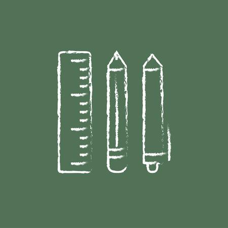 ball pens stationery: Los útiles escolares dibujado a mano con tiza en un icono blanco vector de pizarra aislado en un fondo verde. Vectores