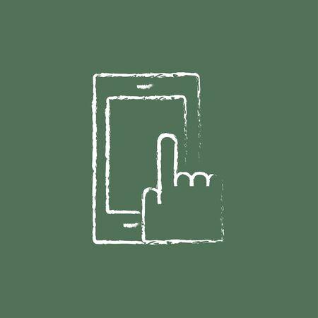 accessing: Mano Tel�fono m�vil dibujado en tiza en un icono blanco vector de pizarra aislado en un fondo verde.