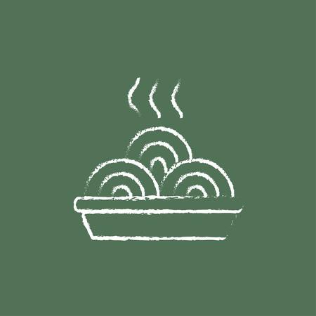 Warme maaltijd in plaat de hand getekend met krijt op een schoolbord vector wit pictogram geïsoleerd op een groene achtergrond.
