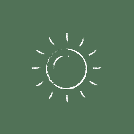 緑の背景に分離された黒板白ベクトル アイコンにチョークで描かれた太陽の手。