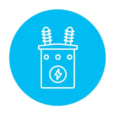 electricidad industrial: Alto voltaje icono de línea del transformador para web, móvil y la infografía. Vector icono de blanco en el círculo azul de luz aislados sobre fondo blanco.