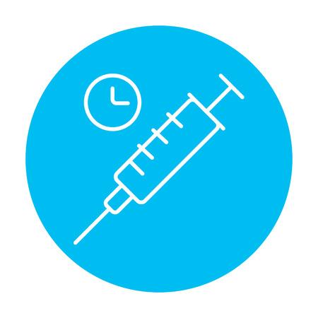 inyeccion intramuscular: Jeringa con el icono de línea de reloj para web, móvil y la infografía. Vector icono blanco sobre el círculo azul de luz aislados sobre fondo blanco.