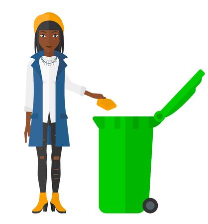 reciclar basura: Una mujer afroamericana lanzar un bote de basura en un contenedor de vector diseño plano verde aislado en el fondo blanco. Vectores