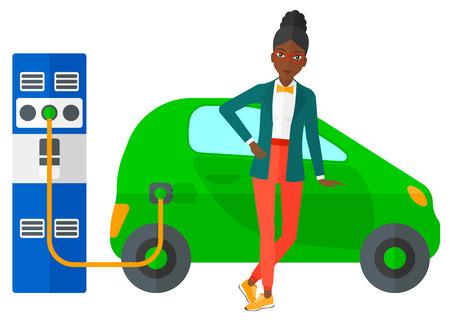 彼女の電気自動車を充電アフリカ系アメリカ人女性は、白い背景で隔離の平らな設計図をベクトルします。