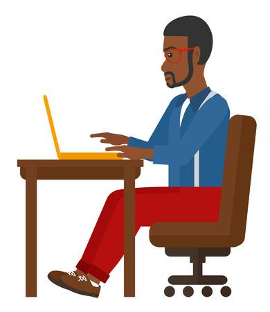 Ein afroamerikanischer Mann am Tisch sitzen und arbeiten am Laptop-Vektor flache Design-Darstellung auf weißem Hintergrund.