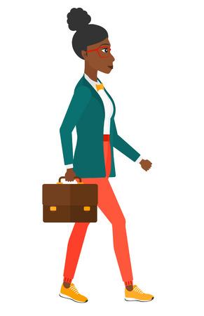 Una mujer de negocios africano-americana caminando con una ilustración de diseño plano maletín vector aislado en el fondo blanco. Ilustración de vector