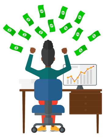 ganancias: Una mujer afroamericana que se sienta delante de su ordenador con las manos levantadas y dinero volando por encima de su ilustración vectorial diseño plano aislado en el fondo blanco. Vectores