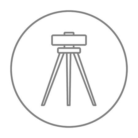 Teodolit na statywie linii ikony internetowych, mobilnych i infografiki. Wektor szary cienka linia ikona w okręgu na białym tle.