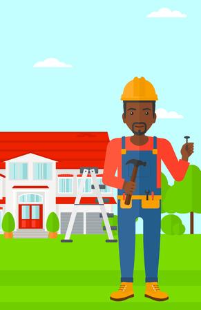 obrero caricatura: Un hombre afroamericano en el casco con un Hummer y un clavo en la mano de pie en una ilustraci�n de dise�o plano casa de vectores de fondo. disposici�n vertical.