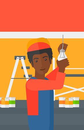 obrero caricatura: Un trabajador africano-americano torciendo una bombilla de luz sobre un fondo de espacio con las latas de pintura y escalera de ilustración vectorial diseño plano aislados sobre fondo blanco. disposición vertical.