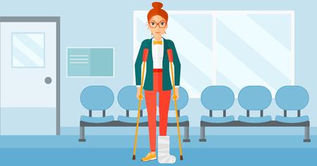 Een gewonde vrouw met een gebroken been staan met krukken op de achtergrond van de ziekenhuisgang vector platte ontwerp illustratie. Horizontale lay-out.
