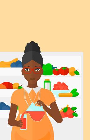 jugo de frutas: Una mujer embarazada africano-americano que vierte el zumo en un vaso sobre el fondo del refrigerador lleno de frutas y verduras Ilustraci�n del vector del dise�o plano. disposici�n vertical.