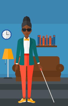 Une femme aveugle afro-américaine dans les lunettes noires debout avec un bâton de marche sur le fond de vecteur de chambre meublée design plat illustration. Présentation verticale.